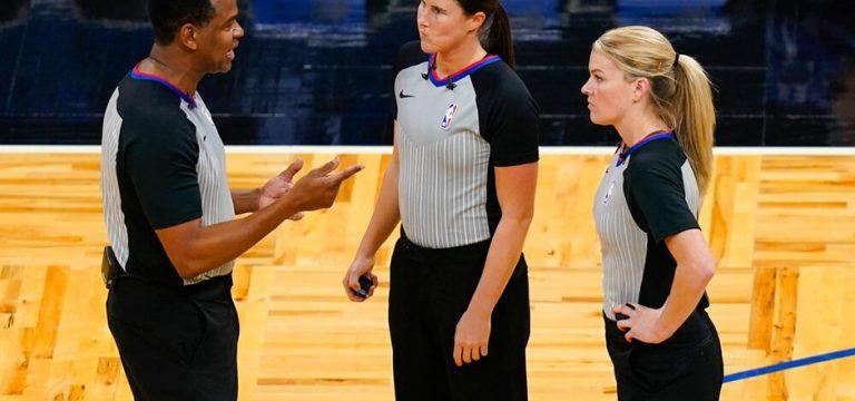 NBA'de ilk defa iki kadın hakem maç yönetti