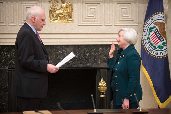 ABD'nin ilk kadın Hazine Bakanı Yellen yemin ederek göreve başladı