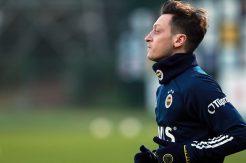 Fenerbahçe'nin yeni transferi Mesut Özil imzayı attı