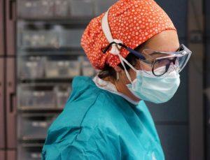Çift maskenin, koronavirüse karşı daha fazla koruduğu ortaya çıktı