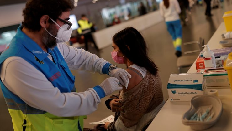Madrid'de stadyumda koronavirüs aşılaması yapıldı