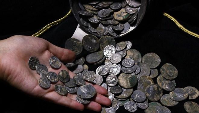 Roma İmparatoru Ceaser ve Brutusun sikkeleri Aizanoi Antik Kenti'nden çıktı