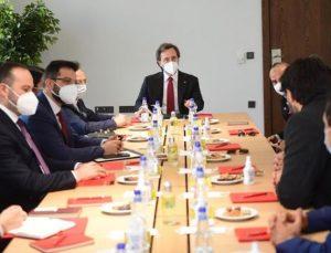 """Cumhurbaşkanlığı İletişim Başkanı Altun, """"Türki Lala"""" dizisinin yapımcılarıyla bir araya geldi"""