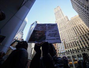 Zihinzel engelli siyahinin ölümüne neden olan polislerin ceza almaması protesto edildi