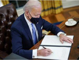 Biden, 1,9 trilyon dolarlık yardım paketini imzaladı