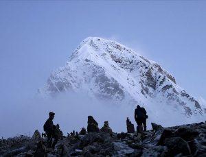 Everest'te ilk kez COVID-19 vakasına rastlandı