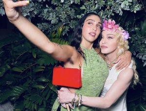 Madonna'nın kızından bir koltuk altı tüylü fotoğraf daha