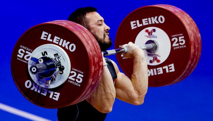 Milli halterci Daniyar İsmayilov'dan altın madalya