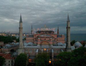 Ayasofya-i Kebir Camisi Kadir Gecesi'nde mahya ile buluştu