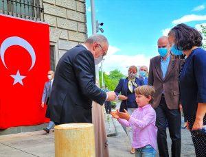 Büyükelçi Mercan'dan çocuklara bayram sürprizi