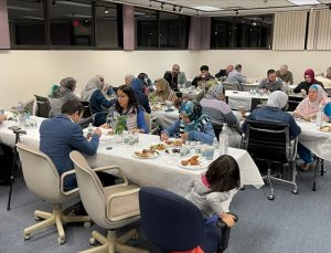 ABD'deki Maarif Okulu çalışanları iftarda buluştu