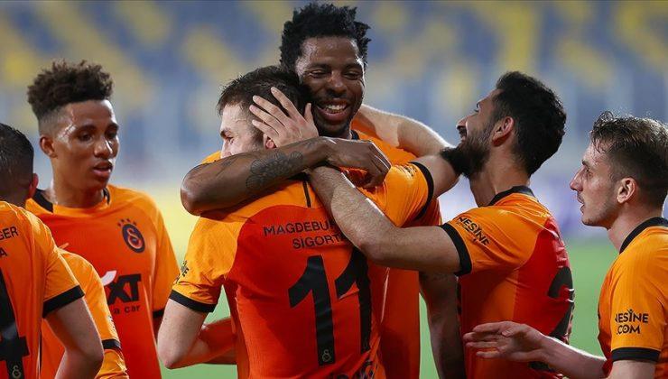Galatasaray şampiyonluk yarışını bırakmıyor