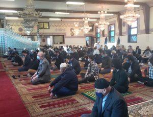 Paterson'daki Ulu Cami'de Bayram Namazı'nda Filistin için dua…