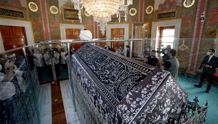 Kabe Kuşağı Fatih Sultan Mehmet'in Türbesi'ne yerleştirildi