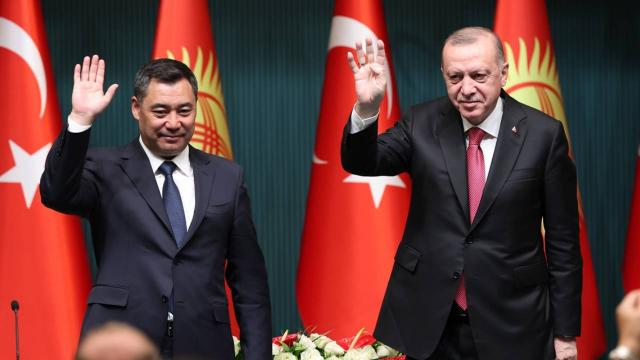 Erdoğan: Omuz omuza vererek FETÖ tehdidinin üstesinden geleceğiz