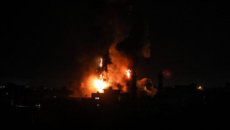 İsrail savaş uçaklarından Gazze Şeridi'ne hava saldırısı