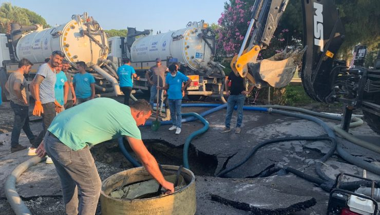 Kuşadası'nda kanalizasyon patladı, atık sular denize aktı