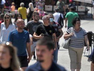 Avrupa ülkelerinde Kovid-19  kısıtlamaları geri geliyor