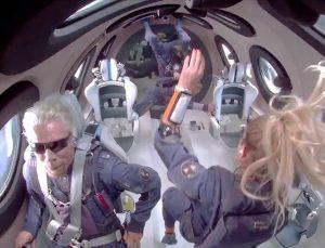 İngiliz milyarder Richard Branson uzay yolculuğu başladı