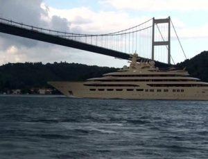 "İstanbul Boğazı'ndan ""Dilbar"" geçti"