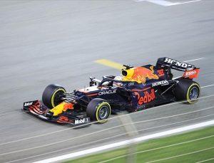 F1'de ilk sprint yarışının kazananı Verstappen