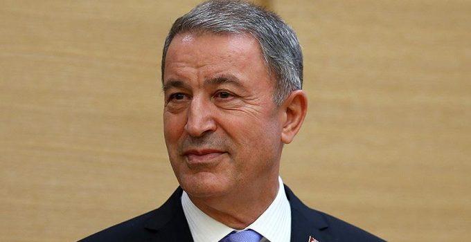Milli Savunma Bakanı Akar'ın bulunduğu uçak acil iniş yaptı