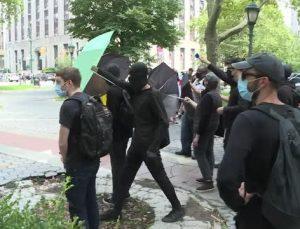 New York'ta göstericiler arasında gerginlik