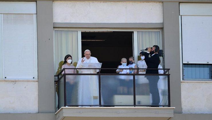 Papa Franciscus, Pazar duasını hastane balkonundan yaptı