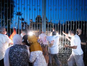 Tunus'ta darbe: Meclis Başkanı Gannuşi parlamentoya alınmadı
