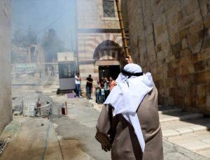İsrail askerleri, Harem-i İbrahim Camisi'nde cemaate saldırdı