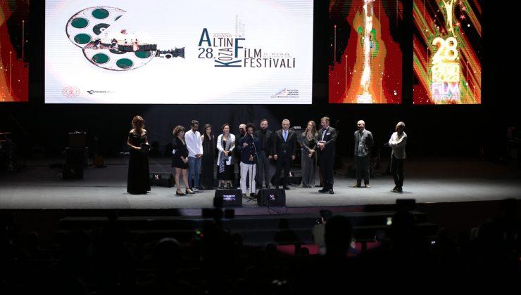 """Uluslararası Adana Altın Koza Film Festivali'nde """"Büyük Ödüller"""" verildi"""