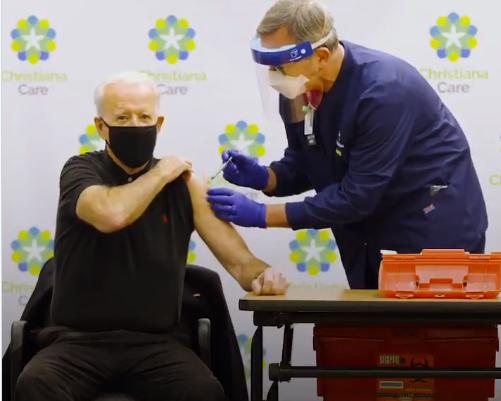 Joe Biden 3. doz Kovid-19 aşısını kameraların karşısında oldu