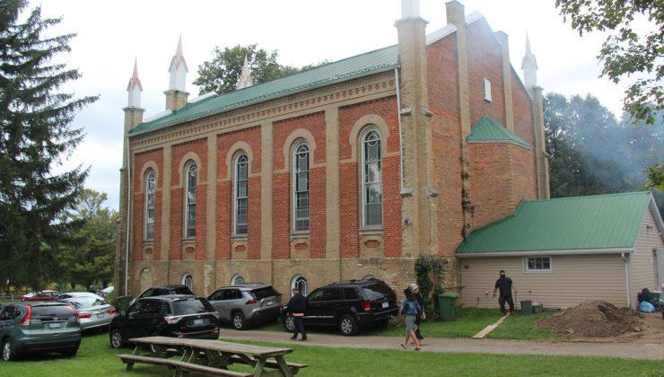 Kanada'daki Uygur Türkleri 148 yıllık kiliseyi camiye çevirdi