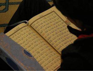 Müslüman arkadaşlarından etkilendi İslamiyet'i seçti