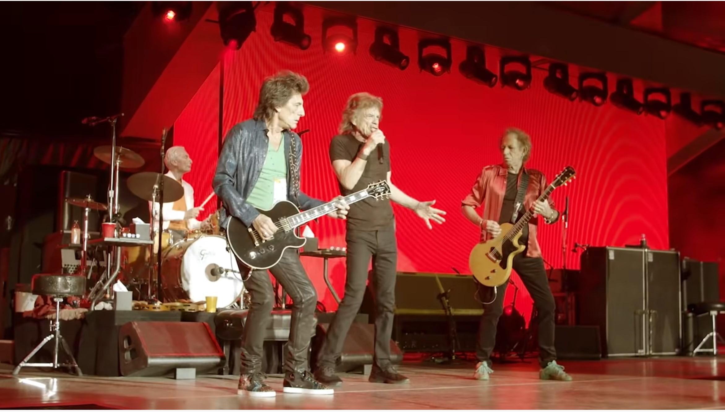 Rolling Stones, Amerika turnesine Charlie Watts'ı anarak başladı