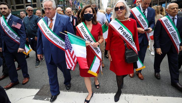 Kristof Kolomb Günü'nde renkli görüntüler