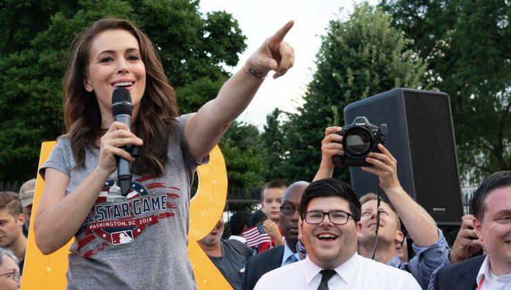 Alyssa Milano, Beyaz Saray'daki oy hakkı protestosunda tutuklandı