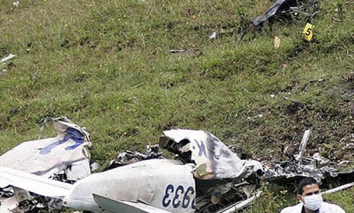 ABD'de pistten çıkarak bariyerlere çarpıp alev alan uçaktaki 21 kişi kurtuldu