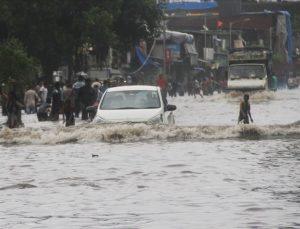 Hindistan'daki selde 28 kişi öldü
